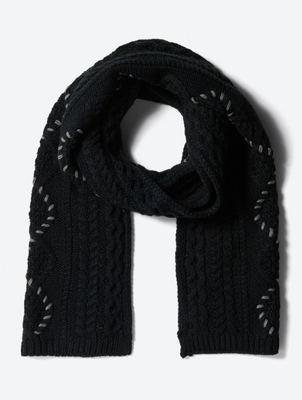 Chunky Knit Scarf with Colour-Contrasting Decorative Seams