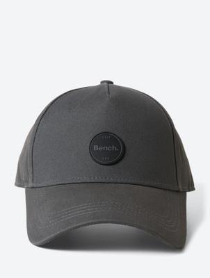 Unifarbenes Cap mit Bench-Badge auf der Stirn
