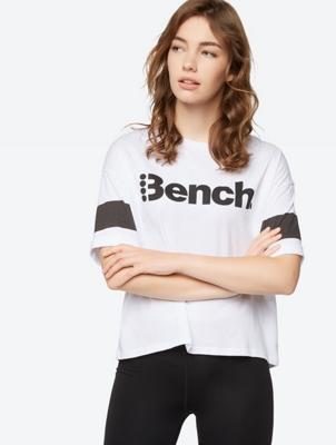 Locker geschnittenes T-Shirt mit Bench-Print
