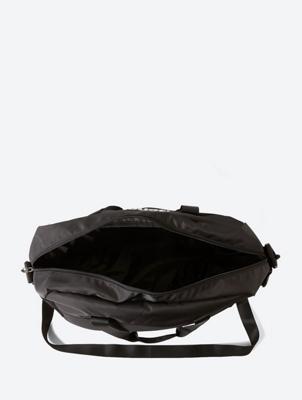 Kleine Sporttasche mit schimmerndem Bench-Print
