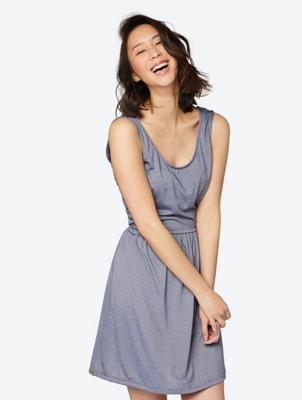 Fein gestreiftes Kleid Superlative mit Rückenausschnitt