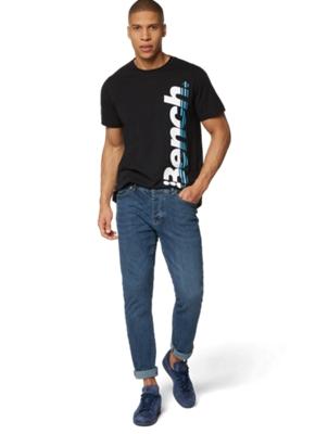 Jeans mit leichten Used-Effekten