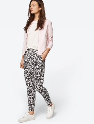 Lightweight Tapered Trousers in All-Over Print
