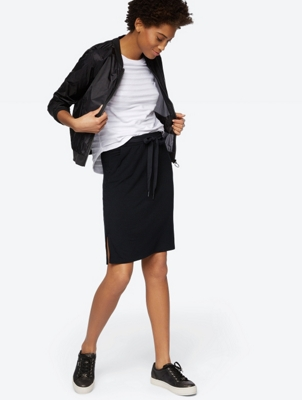 Lightweight Skirt with Slit Pockets
