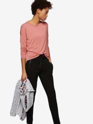 Lightweight Long Sleeve Top with Diverging Hem Length