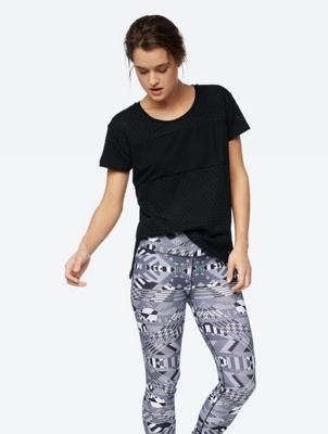 Plain T-Shirt with Peephole Pattern