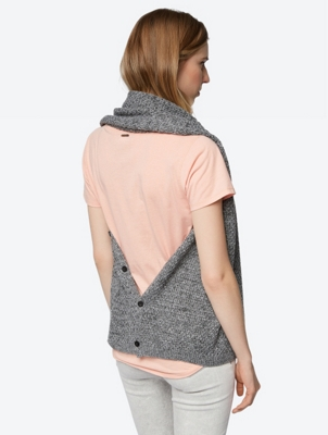 Multifunctional Scarf with Buttons