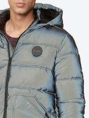 Jacke mit reflektierenden Eigenschaften