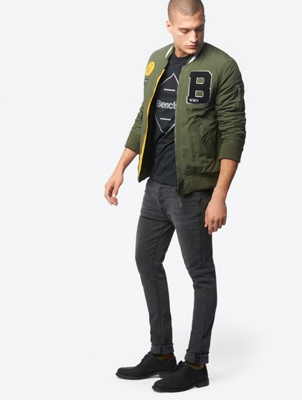 Five-Pocket-Jeans mit permanenten Bewegungsfalten