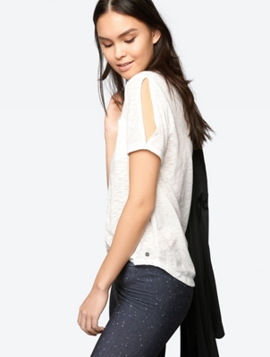 Lightweight T-Shirt with Mottled Yarn Structure