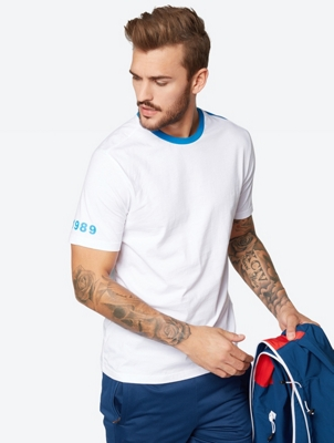 T-Shirt with Colour-Contrasting Details