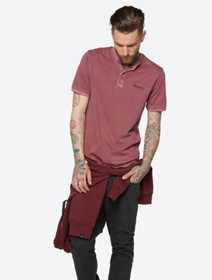 Plain T-Shirt in Henley Style