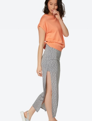 Layered Slim Skirt Hank-Erchief with Side Slits