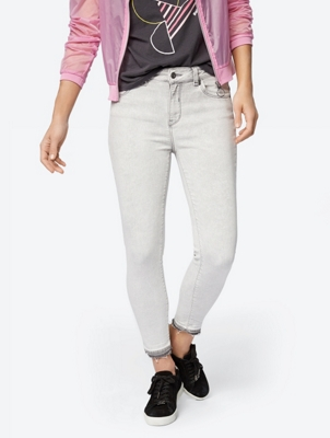 Skinny Jeans in a Cropped Style
