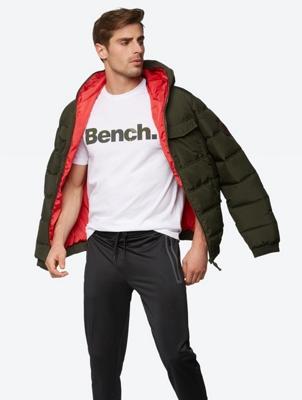 T-Shirt mit farblich abgesetztem Bench-Print auf der Brust