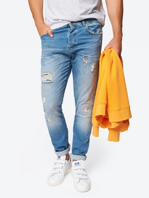 Jeans mit Destroyed-Effekten