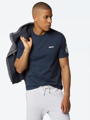 T-Shirt mit gummiertem Bench-Print am Arm und auf der Brust