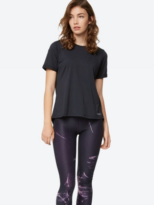 Plain T-shirt with Elongated Back