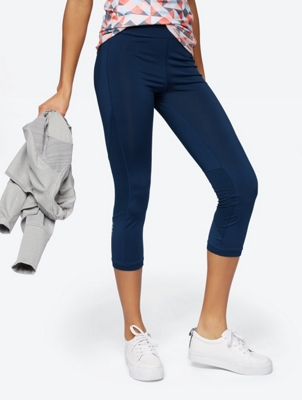 Plain Capri Leggings with Reflective Details