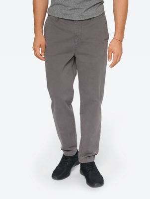 Plain Chinos in a Modern Fit
